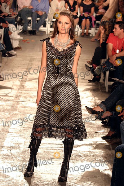 Anouck Lepere Photo - Anouck Lepere on the Runway at Pret a Psp (Playstation Portable) Fashion Show at Skylight Studios in New York City on 09-10-2005 Photo by Henry McgeeGlobe Photos Inc 2005