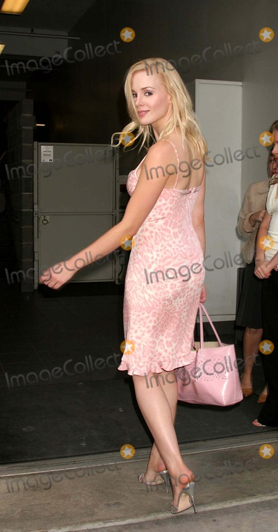 Ariane Sommer Photo - Ariane Sommer Arriving at the Rites of Passage the Paintings of Samantha Keely Smith an Exhibition to Benefit the Montel Williams MS Foundation at the Aca Galleries in New York City on 06-02-2005 Photo by Henry McgeeGlobe Photos Inc 2005