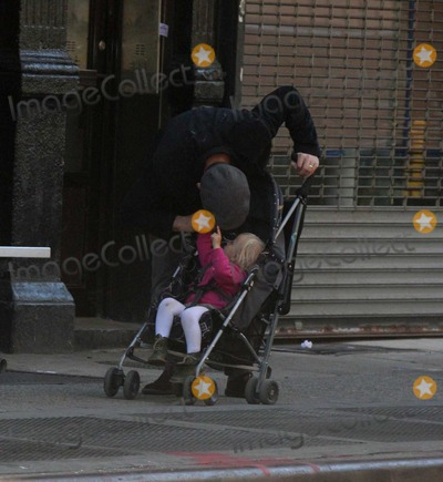 Jane Hawking Photo - Ethan Hawke daughter7543JPGNYC  101010EXCLUSIVE Ethan Hawke and daughter Clementine Jane Hawke (2 years old) walking home from a playground in the West VillageEXCLUSIVE photo by Adam Nemser-PHOTOlinknet