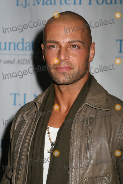 Avery Lipman Photo - NYC  030407Joey Lawrence at the TJ MARTELL FOUNDATIONS 8th Annual FAMILY DAY honoring Universal Republic Records President Monte Lipman and Senior VP Avery Lipman at Roseland BallroomDigital Photo by Adam Nemser-PHOTOlinknet