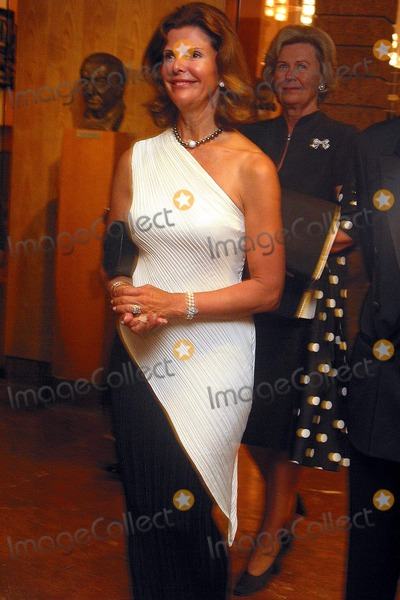 Queen Silvia Photo - Queen Silvia of Sweden at the Salzburg Festival 2002 August 3 2002 REF PPSA2059
