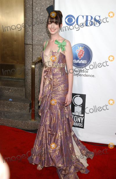 Ann Hathaway Photo - NEW YORK NEW YORK JUNE 5TH 2005    Anne Hathaway at The 59th Annual Tony Awards held at Radio City Music Hall
