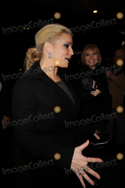 Ashlee Simpson-Wentz Photo - Singer and actress Jessica Simpson arriving at her sister Ashlee Simpson-Wentzs Broadway debut in Chicago at the Ambassador Theatre on November 30 2009 in New York City
