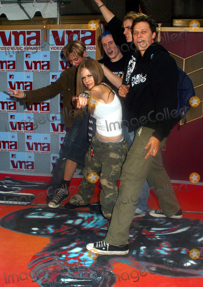 Avril Lavigne Photo - Avril Lavigne arrives at Radio City Music Hall for Music Video Awards 2002 Justin seen arriving apart from his band NSYNC  New York August 29 2002