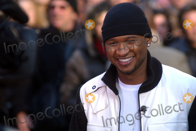 Usher Photo - Usher on location in Times Square taping an episode of the Ellen Degeneres Show