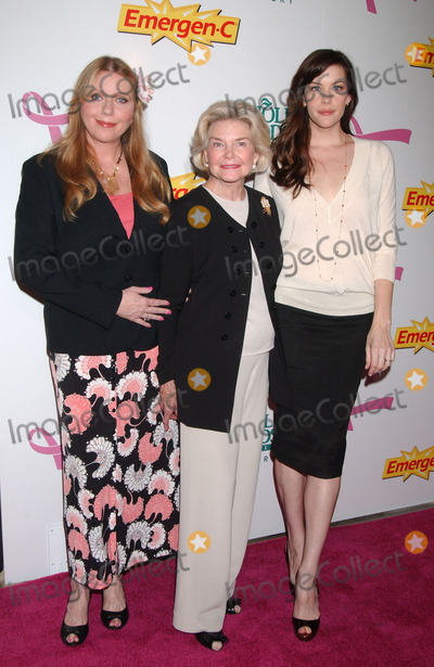 DOROTHEA JOHNSON Photo - Actress Liv Tyler her grandmother Dorothea Johnson (C)  and her mother Bebe Buell attends the launch of Emergen-C Pink at Whole Foods Market
