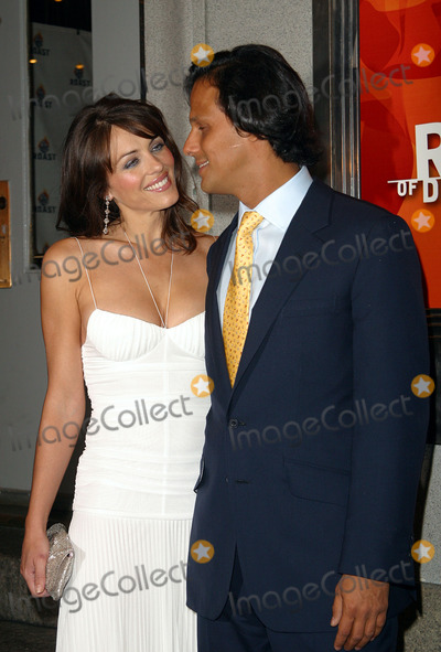 Arun Nayer Photo - Liz Hurley and boyfriend Arun Nayer arriving at The Comedy Central Roast of Denis Leary in New York June 19 2003