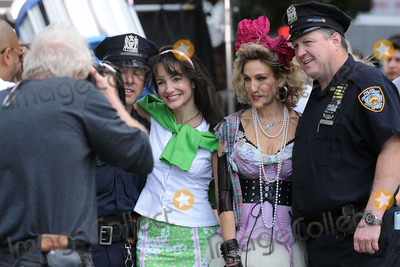 Kristin Davis Photo - Actresses Sarah Jessica Parker and Kristin Davis on the set of the new Sex and the City movie on September 9 2009 in New York City