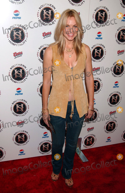 Andrea Roth Photo - Andrea Roth attends the Southern Hospitality Restaurant opening on the Upper East Side of Manhattan