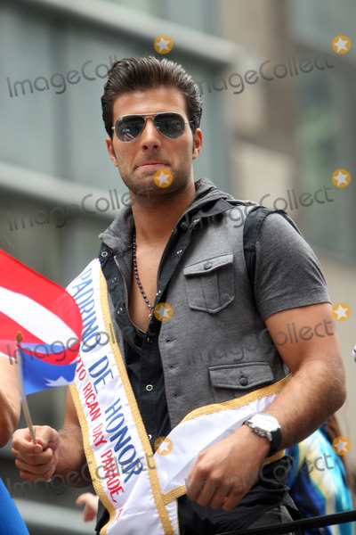 Jencarlos Canela Photo - Jencarlos Canela attends the 2011 National Puerto Rican Day Parade on June 12 2011 in New York City