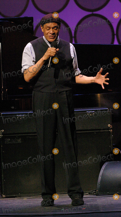 Al Jarreau Photo - NEW YORK JUNE 7 2004    Al Jarreau attends the  Lincoln Centers 3rd Annual Spring Gala Teach Me Tonight at the Apollo Theater The benefit performance will go to educational programs produced by Jazz at Lincoln Center