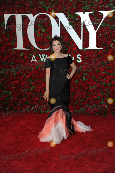 Andrea Martin Photo - June 12 2016  New York CityAndrea Martin attending the 70th Annual Tony Awards at The Beacon Theatre on June 12 2016 in New York CityCredit Kristin CallahanACE PicturesTel 646 769 0430