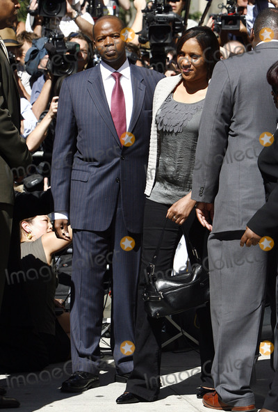 Kenneth Thompson Photo - The hotel maid who accused former IMF director Dominique Strauss-Kahn of sexual assault Nafissatou Diallo (R) with her attorney Kenneth Thompson (L) follwing a meeting at the Manhattan District Attorneys office on August 22 2011 in New York City All charges against Dominique Strauss-Kahn are set to be dropped