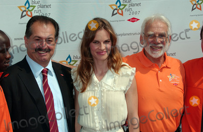 ANDREW LIVERIS Photo - Chief Executive Officer of the Dow Chemical Company Andrew Liveris actress Hilary Swank and Founder and Chairman of Blue Planet Run Foundation Jin Zidell at opening ceremonies for the 2007 Blue Planet Run at The United Nations