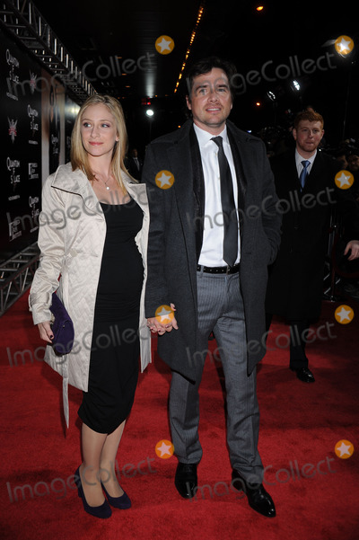NAAMA SETTLE Photo - Naama Settle and Matthew Settle attends the Quantum of Solace Premiere held at the AMC Lincoln Square on November 11 2008 in New York City