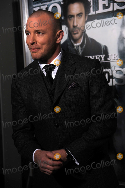 GUY RICHIE Photo - Director Guy Richie arriving at the New York premiere of Sherlock Holmes at the Alice Tully Hall Lincoln Center on December 17 2009 in New York City