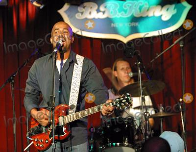 Soni Sonefeld Photo - Hootie  The Blowfish plays B B King Club in New York Pictured Darius Rucker and Jim Soni Sonefeld on drums July 24 2003