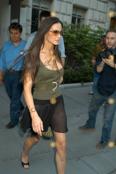 Ashton Kutcher Photo Demi Moore And Leaving Demis Manhattan Apartment New York June