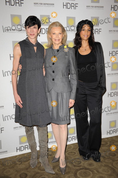 AUDREY GRUSS Photo - (L-R) Amy Fine Collins HDRF Founder and Chairman Audrey Gruss and model Veronica Webb at the Hope for Depression Research Foundation Seminar at the Time Warner Center on November 16 2009 in New York City