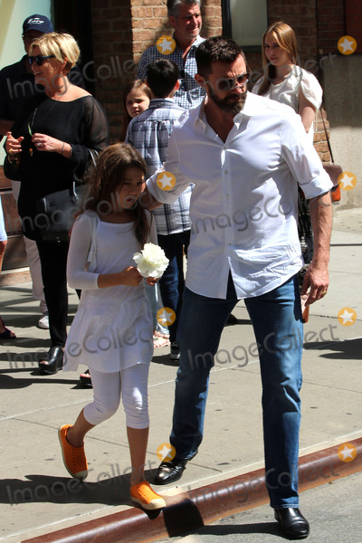 AVA JACKMAN Photo - May 11 2014 New York CityActor Hugh Jackman leaves a downtown hotel with his daughter Ava on May 11 2014 in New York City