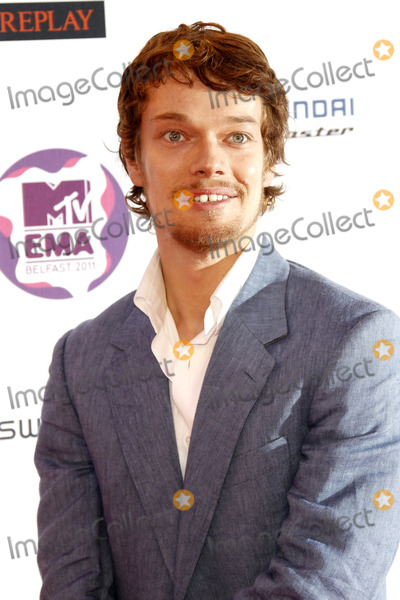 Alfie Allen Photo - Alfie Allen arriving at the MTV Europe Music Awards at the Odyssey Arena on November 6 2011 in Belfast