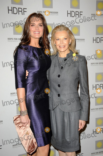 AUDREY GRUSS Photo - Actress Brooke Shields and HDRF Founder and Chairman Audrey Gruss at the Hope for Depression Research Foundation Seminar at the Time Warner Center on November 16 2009 in New York City