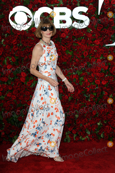 Anna Wintour Photo - June 12 2016  New York CityAnna Wintour attends the 70th Annual Tony Awards at The Beacon Theatre on June 12 2016 in New York CityCredit Kristin CallahanACE PicturesTel 646 769 0430