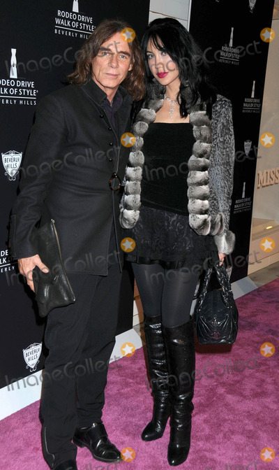Demet Oger Photo - Demet Oger (R) at the Rodeo Drive Walk Of Style Awards 2011 on October 23 2011in Beverly Hills Los Angeles