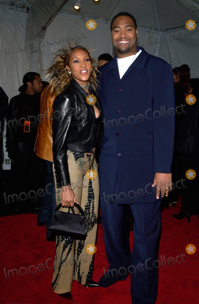 Vivica A Fox Photo - Actress VIVICA A FOX  husband at the 15th Annual Soul Train Music Awards in Los Angeles28FEB2001   Paul SmithFeatureflash