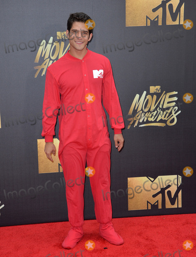Tyler Posey Photo - BURBANK CA April 9 2016 Tyler Posey at the 2016 MTV Movie Awards at Warner Bros StudiosPicture Paul Smith  Featureflash