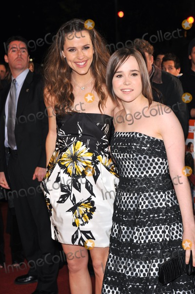 Ellen Page Photo - Jennifer Garner (left)  Ellen Page at the Los Angeles premiere of their new movie Juno at Mann Village Theatre WestwoodDecember 3 2007  Los Angeles CAPicture Paul Smith  Featureflash