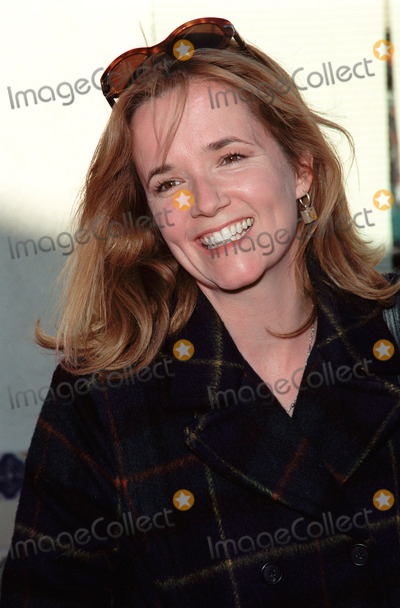 Lea Thompson Photo - 05DEC99 Actress LEA THOMPSON at the world premiere in Los Angeles of Stuart Little Paul Smith  Featureflash