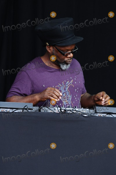 Jazzie B Photo - Soul II Soul (Jazzy B and Caron Wheeler) at Magic Summer Live in Stoke Park Guilford Surrey 13072013 Picture by Steve Vas  Featureflash