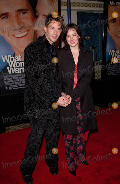 Ashley Johnson Photo - Actress ASHLEY JOHNSON   actor boyfriend LEVI KREIS at the world premiere in Los Angeles of her new movie What Women Want13DEC2000   Paul Smith  Featureflash
