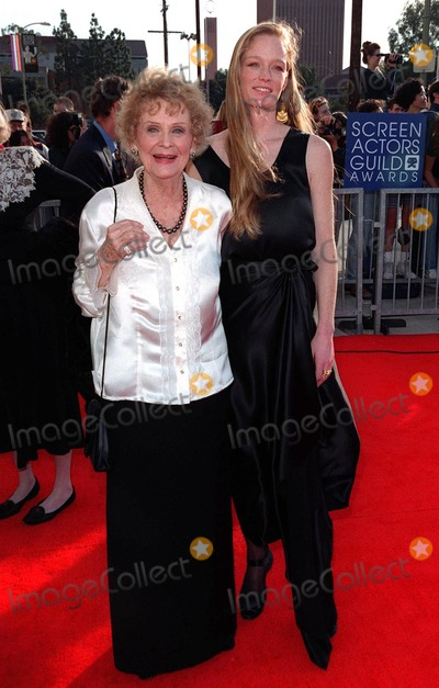 Gloria Stuart Photo - 08MAR98  Titanic star GLORIA STUART (left)  actress grand-daughter SUZY AMIS at the Screen Actors Guild Awards in Los Angeles
