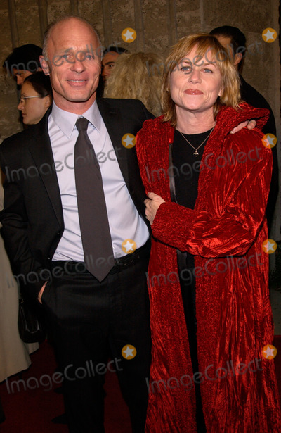 Amy Madigan Photo - Actor ED HARRIS  wife AMY MADIGAN at the world premiere in Beverly Hills of his new movie A Beautiful Mind13DEC2001 Paul SmithFeatureflash
