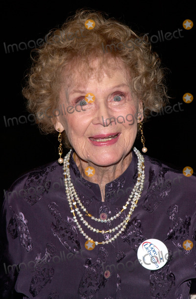 Gloria Stuart Photo - Actress GLORIA STUART at the world premiere in Los Angeles of Lucky Numbers24OCT2000   Paul Smith  Featureflash