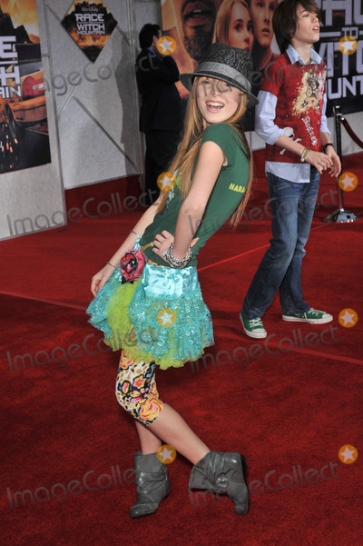 Bella Thorne Photo - Bella Thorne at the world premiere of Race to Witch Mountain at the El Capitan Theatre HollywoodMarch 11 2009  Los Angeles CAPicture Paul Smith  Featureflash