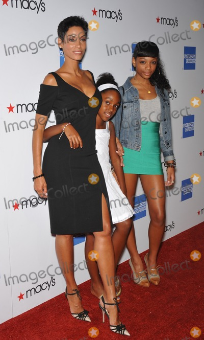 Shayne Murphy Photo - Nicole Murphy (former wife of Eddie Murphy)  daughters Zola  Shayne (right) at the Macys Passport 2009 Fashion Show at Barker Hanger Santa Monica AirportThe annual event raises funds for HIVAIDS organizationsSeptember 24 2009  Santa Monica CAPicture Paul Smith  Featureflash