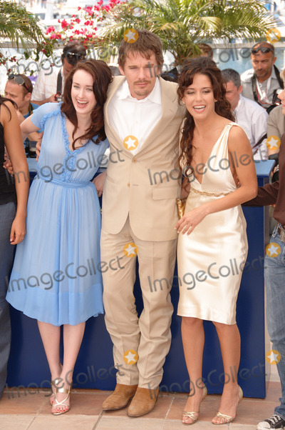 Ana Claudia Photo - Actor ETHAN HAWKE  actresses ASHLEY JOHNSON (left)  ANA CLAUDIA TALANCON at the photocall for Fast Food Nation at the 59th Annual International Film Festival de CannesMay 17 2006  Cannes France 2006 Paul Smith  Featureflash