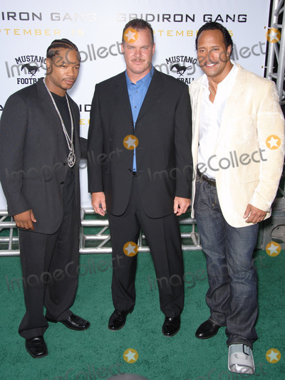 Alvin Joiner Photo - Actors DWAYNE JOHNSON aka The ROCK  ALVIN JOINER aka XZIBIT with probabtion officer  subject of the movie SEAN PORTER (centre) at the Los Angeles premiere of his new movie Gridiron Gang at the Graumans Chinese Theatre HollywoodSeptember 5 2006  Los Angeles CA 2006 Paul Smith  Featureflash