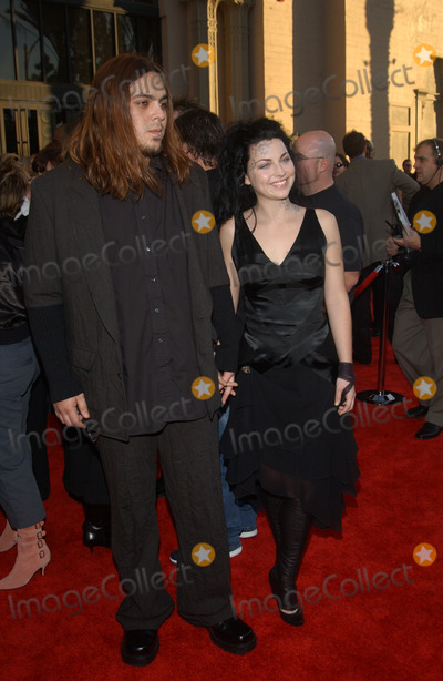 Amy Lee Photo - AMY LEE  SHAUN MORGAN at the 31st Annual American Music Awards in Los AngelesNovember 16 2003 Paul Smith  Featureflash