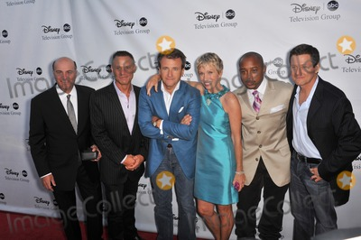 Daymond John Photo - Shark Tank stars Kevin OLeary (left) Kevin Harrington Robert Herjavec Barbara Corcoran Daymond John  producer Clay Newbill at the ABC TV 2009 Summer Press Tour cocktail party at the Langham Hotel PasadenaAugust 8 2009  Los Angeles CAPicture Paul Smith  Featureflash