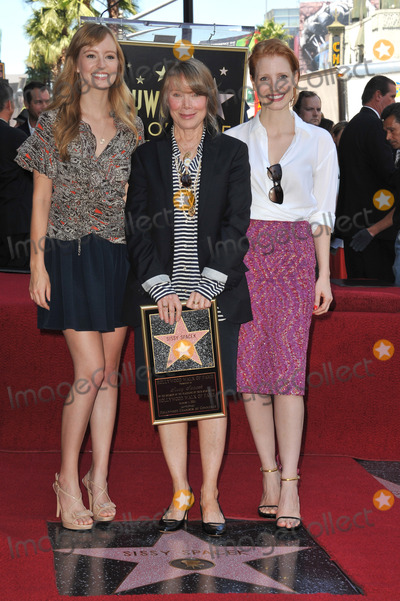 Ahna OReilly Photo - Sissy Spacek (centre) with actresses Ahna OReilly  Jessica Chastain (right) on Hollywood Boulevard where she was honored with the 2443rd star on the Hollywood Walk of FameAugust 1 2011  Los Angeles CAPicture Paul Smith  Featureflash
