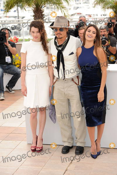 Astrid Berges Frisbey Photo - Johnny Depp  Penelope Cruz at the photocall for their movie Pirates of the Caribbean On Stranger Tides at the 64th Festival de CannesMay 14 2011  Cannes FrancePicture Paul Smith  Featureflash