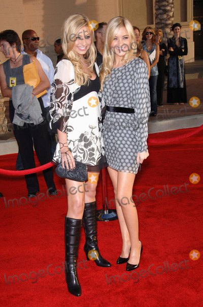 Aly and AJ Photo - ALY  AJ (Alyson Michalka  Amanda Michalka) at the 2006 American Music Awards at the Shrine Auditorium Los AngelesNovember 21 2006  Los Angeles CAPicture Paul Smith  Featureflash