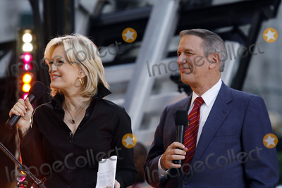 Charlie Gibson Photo - Diane Sawyer and Charlie Gibson onstage during Good Morning America at Bryant Park on May 26 2006 in