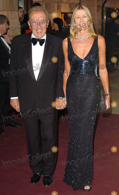 Carina Frost Photo - London  Sir David Frost and Lady Carina Frost at the Royal Gala Premiere of The Woman in White13 September 2004