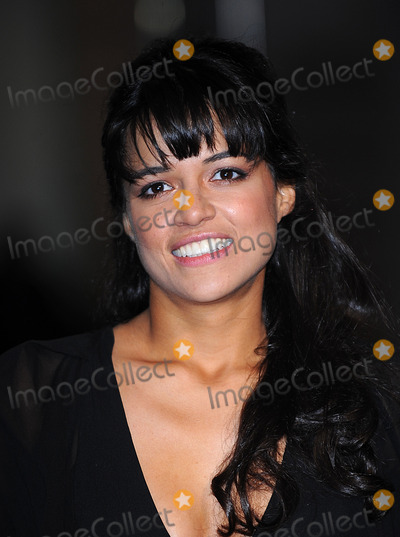 Michelle Rodriguez Photo - London UK  Michelle Rodriguez  at the World Premiere of the film Avatar held at the Odeon Cinema Leicester Square 10th December 2009 Ref    Eric BestLandmark Media
