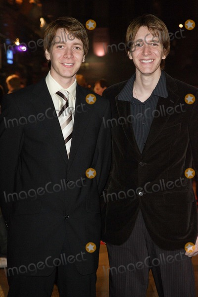 Oliver Phelps Photo - London UK  James and Oliver Phelps (George and Fred Weasley in the Harry Potter movies)  at  the world premiere of  new  film Eragon at the Odeon Leicester Square  11th December 2006 Keith MayhewLandmark Media